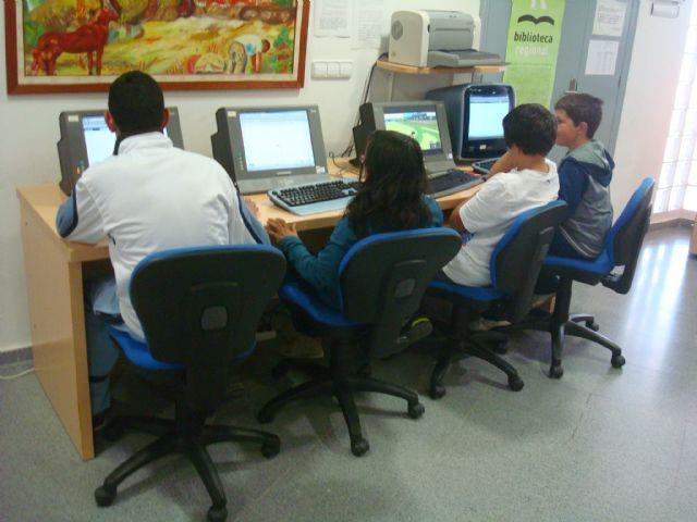 La Biblioteca Municipal ampl�a sus servicios con seis equipos inform�ticos con acceso libre a internet, Foto 1