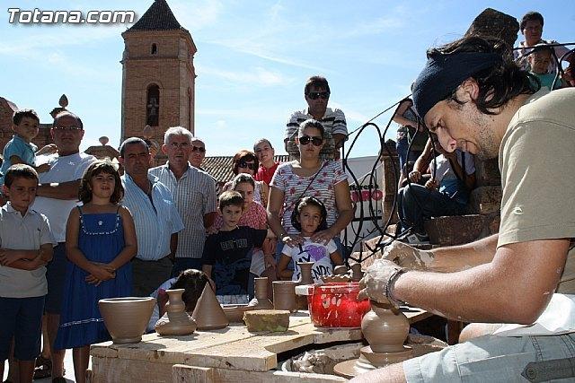 El Mercadillo Artesano, que cada mes se celebra en el paraje de La Santa, retomar� su actividad en septiembre, Foto 1