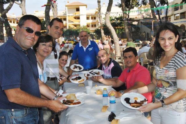 Nadie quiso perderse el desayuno inglés en las fiestas de Roda - 1, Foto 1