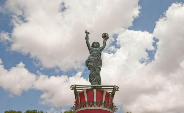 El Ayuntamiento restaura las esculturas de entrada al campamento festero - 1, Foto 1