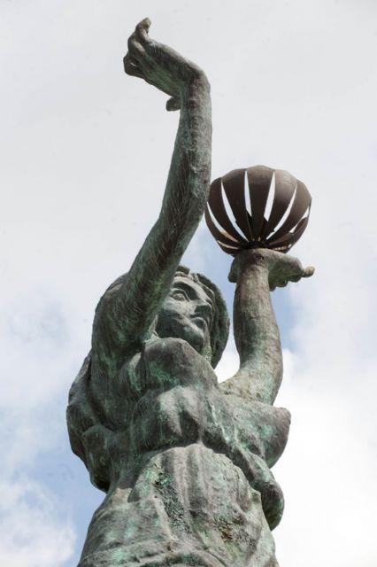 El Ayuntamiento restaura las esculturas de entrada al campamento festero - 3, Foto 3