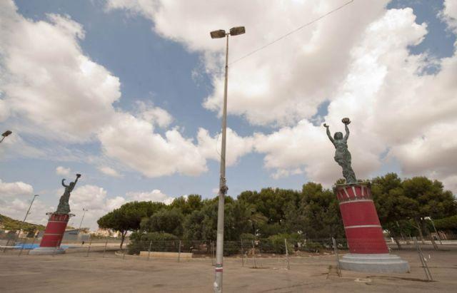 El Ayuntamiento restaura las esculturas de entrada al campamento festero - 4, Foto 4
