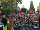 Fiestas del Polvorín. Cientos de jóvenes acudieron al ´SuperArché Pool Festival´ celebrado en la Piscina Municipal de Verano