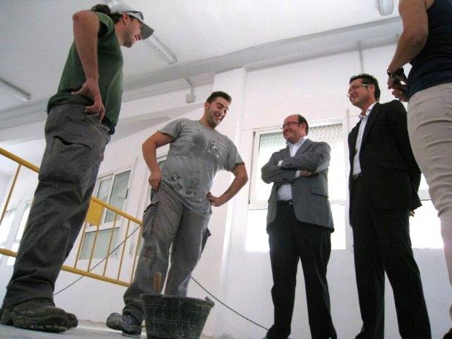 Pedro Antonio Sánchez visita en Torre Pacheco las obras del Centro del Conocimiento y de la Creatividad que fomenta el empleo juvenil - 2, Foto 2
