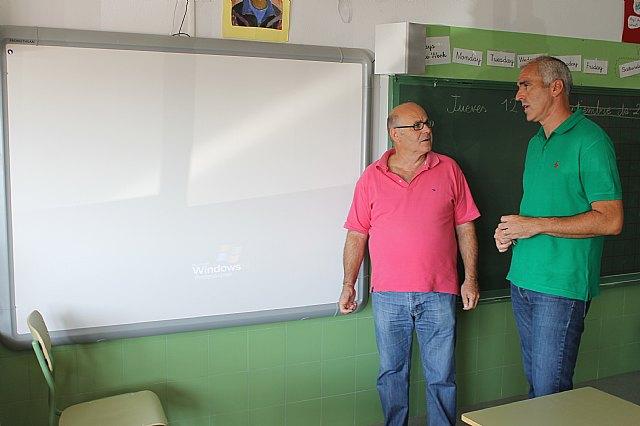 El curso escolar comienza con importantes mejoras acometidas por Servicios en los colegios del municipio, Foto 2