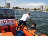 El Servicio Marítimo de Protección Civil saca del Mar decenas de botellas de vidrio arrojadas desde embarcaciones