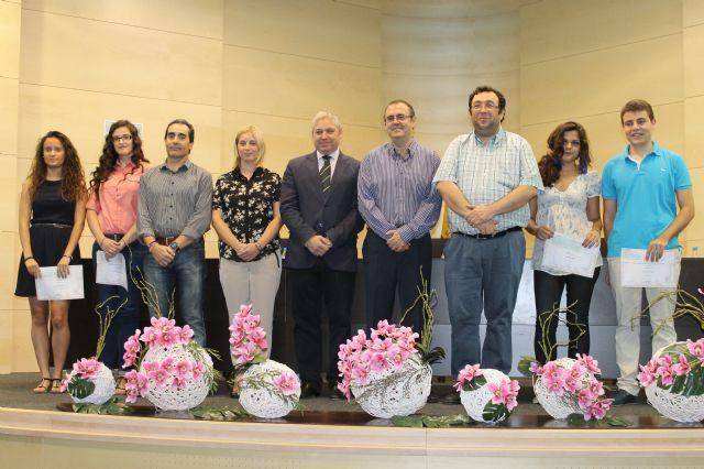 4 nuevos estudiantes son premiados con las 'becas de excelencia académica' del ayuntamiento, Foto 1