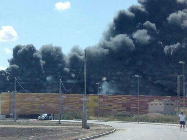 Incendio en el recinto ferial de Ifepa controlado - 1, Foto 1