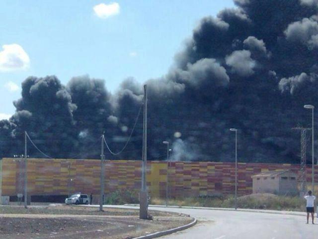 Controlado y sin daños personales el incendio de IFEPA - 1, Foto 1