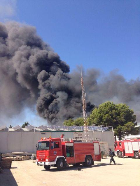 Controlado y sin daños personales el incendio de IFEPA - 4, Foto 4