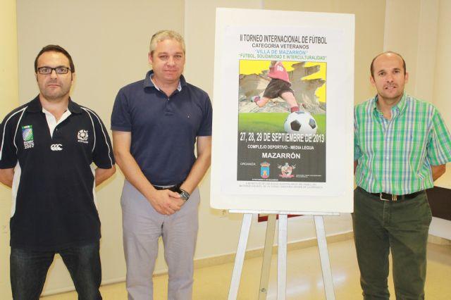 Los futbolistas veteranos vuelven a reunirse en Mazarrón a beneficio de las aulas hospitalarias de ´La Arrixaca´, Foto 2