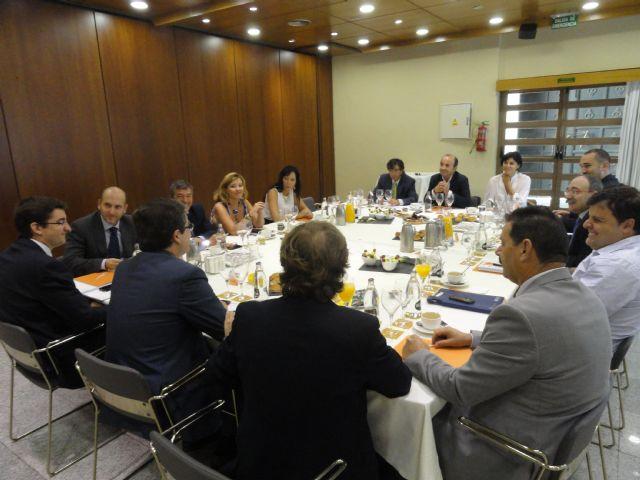 El Grupo Socialista mantiene una reunión de trabajo con los representantes del sector turístico - 1, Foto 1