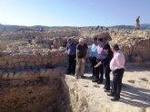 Cruzpone de relieve el 'gran futuro arqueológico regional' en su visita a La Almoloya
