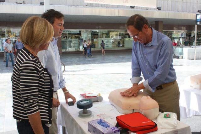 Centenares de murcianos revisan su salud cardiovascular y aprenden a salvar vidas - 1, Foto 1