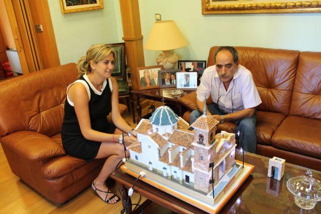 5.400 tejas y 2.000 ladrillos y 4 años ha empleado Ruiz Carrillo en construir en miniatura la Parroquia de San Juan Bautista - 1, Foto 1
