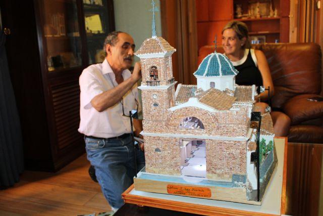 5.400 tejas y 2.000 ladrillos y 4 años ha empleado Ruiz Carrillo en construir en miniatura la Parroquia de San Juan Bautista - 2, Foto 2