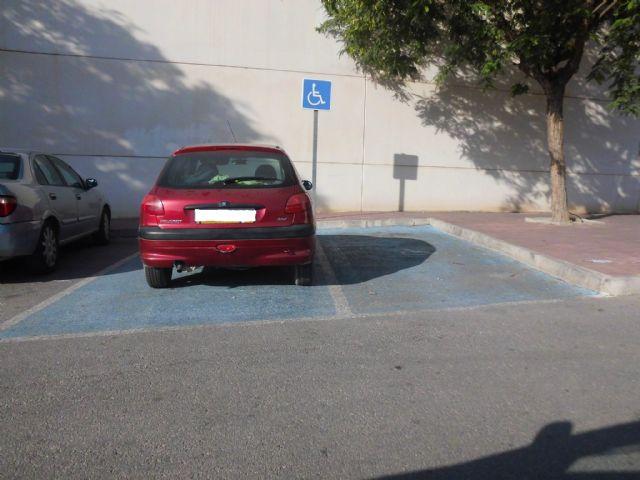 Campaña de concienciación de la Policía Local de Archena para respetar los estacionamientos reservados a discapacitados - 1, Foto 1