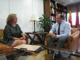La alcaldesa de San Pedro del Pinatar se reúne con el consejero de Educación, Universidades y Empleo