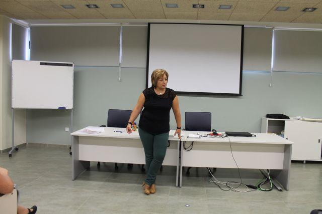 Concluye el curso de formación en el cuidado de personas mayores dependientes impartido en el Vivero de Empresas, Foto 2