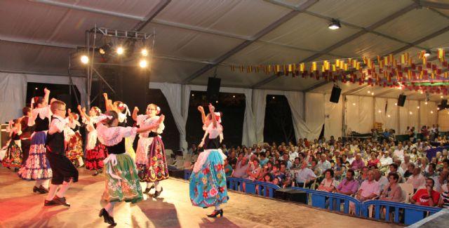 Aire de folklore a cargo de Coros y Danzas Virgen del Rosario en las fiestas de Puerto Lumbreras - 3, Foto 3