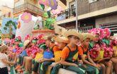 Luz y color con el tradicional Desfile de Puerto Lumbreras en el que han participado cerca de 30 carrozas y grupos de animación