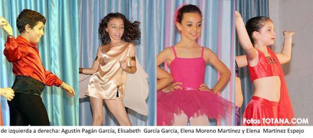 Alumnos de la E.D. Manoli C�novas dan sus primeros pasos para convertirse en bailarines profesionales, Foto 1
