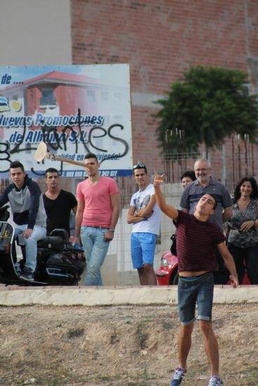 """Una veintena de personas participan el concurso de """"Lanzamiento de azada"""", Foto 2"""