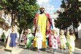 Los Gigantes y Cabezudos recorren ayer las principales calles de Alhama