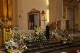 Cientos de flores para la Virgen del Rosario