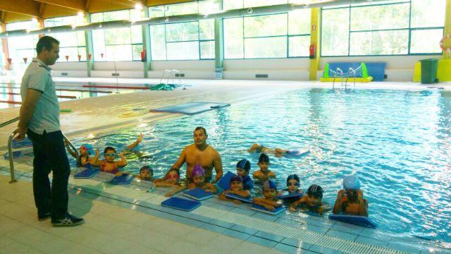 Los alumnos matriculados para clases de natación en la Piscina Cubierta del Polideportivo supera ya los 430 - 1, Foto 1