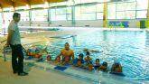 Los alumnos matriculados para clases de natación en la Piscina Cubierta del Polideportivo supera ya los 430