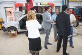 El Ayuntamiento cede dos coches del depósito al IES Gerardo Molina para que sus alumnos realicen prácticas