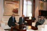 El jefe del Ejecutivo recibe al alcalde de Cieza y al presidente de la Junta de Hermandades Pasionarias