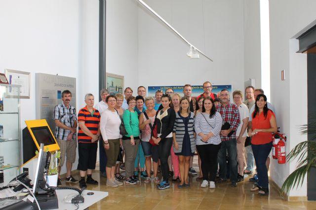 Un grupo de noruegos visitan el Museo Arqueológico de Los Baños de Alhama de Murcia, Foto 1