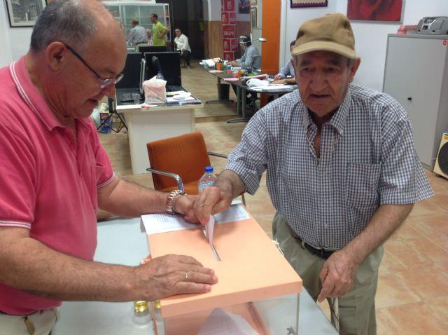Los afiliados del PSOE de Alhama han votado mayoritariamente por cambios en el partido y en la Constitución, Foto 1