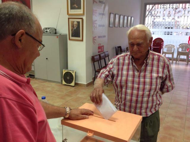 Los afiliados del PSOE de Alhama han votado mayoritariamente por cambios en el partido y en la Constitución, Foto 5