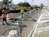 Realizan trabajos de repintado de la señalización horizontal en la Avenida Juan Carlos I