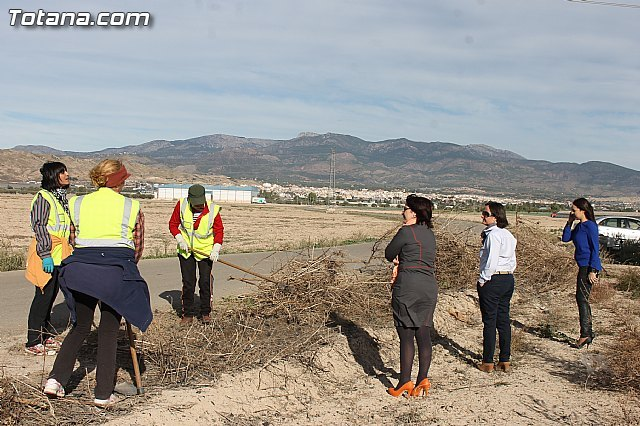 El ayuntamiento lleva a cabo un plan de choque de limpieza de caminos, Foto 1