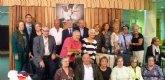 Las personas mayores del Centro Social de Puerto de Mazarr�n elaboran 2.000 calendarios solidarios para destinar fondos a C�ritas