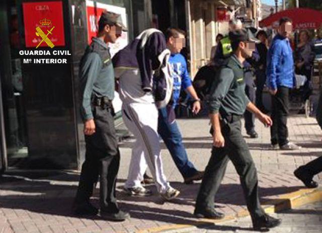 La Guardia Civil frustra el atraco a una sucursal bancaria de Cieza - 2, Foto 2