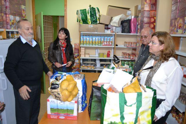 Cáritas, Cruz Roja y Amor por Amor inician el proyecto municipal Cesta de la compra solidaria - 1, Foto 1
