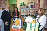Cáritas, Cruz Roja y Amor por Amor inician el proyecto municipal 'Cesta de la compra solidaria'
