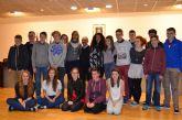 La concejala de Educación recibe en el Ayuntamiento a un grupo de estudiantes escoceses de intercambio