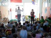 La escuela infantil Cativos Nuestra Señora de la Asunción baila al ritmo de la percusión de Julián Cantos