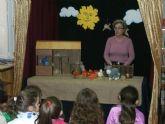 La escritora totanera, Morerica Galán, deleita a los alumnos de primaria con la lectura de su cuento 'Burrito volador'