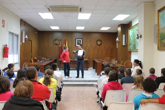 El Ayuntamiento de Archena enseña a los niños del último ciclo de primaria de los colegios El Ope, Emilio Candel y Río Segura el funcionamiento de un pleno municipal - 1, Foto 1