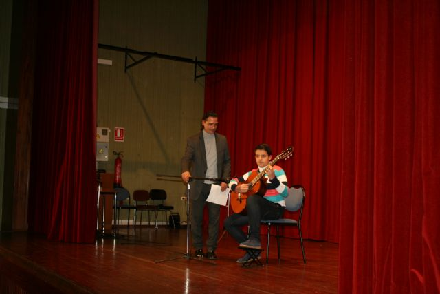 "Start the music concert program ""Navidad'2013"" students of the School of Music"