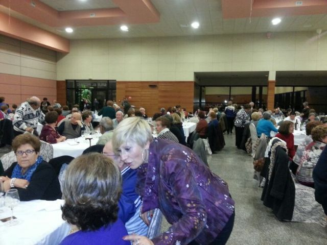 Unas 200 personas mayores de Archena asistieron a la comida de convivencia tradicional de la Navidad - 1, Foto 1