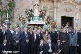 Centenares de personas ofrecen miles de flores a la patrona Santa Eulalia en la tradicional ofrenda