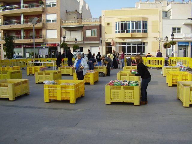 Los vecinos de Torre-Pacheco donan casi 6.500 € y 10.000 kilos de alimentos durante el Radio Maratón de Caritas Torre-Pacheco - 2, Foto 2